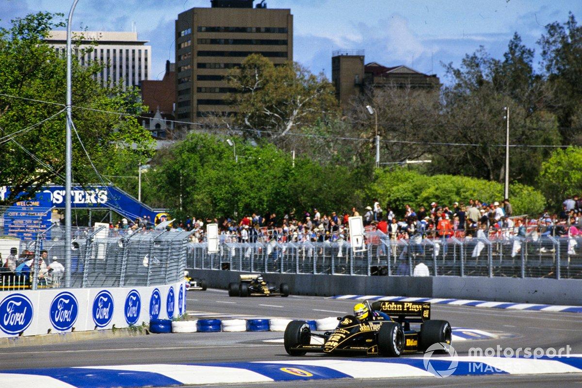 Ayrton Senna, Lotus 98T Renault, leads Johnny Dumfries, Lotus 98T Renault