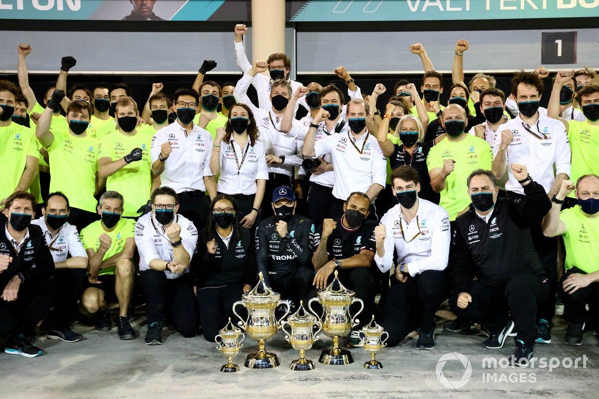 Lewis Hamilton, Mercedes, 1st position, Valtteri Bottas, Mercedes, 3rd position, and the Mercedes team celebrate after the race