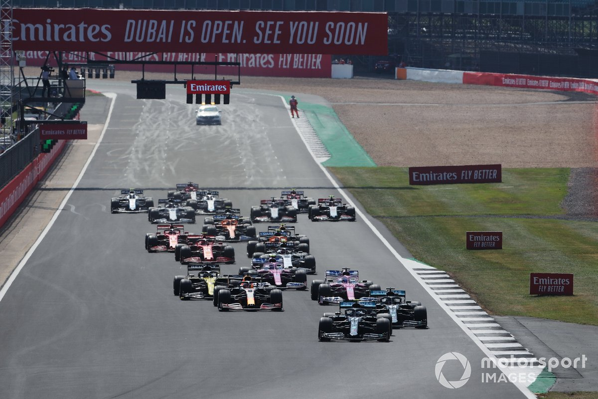 Start action, Valtteri Bottas, Mercedes F1 W11 leads