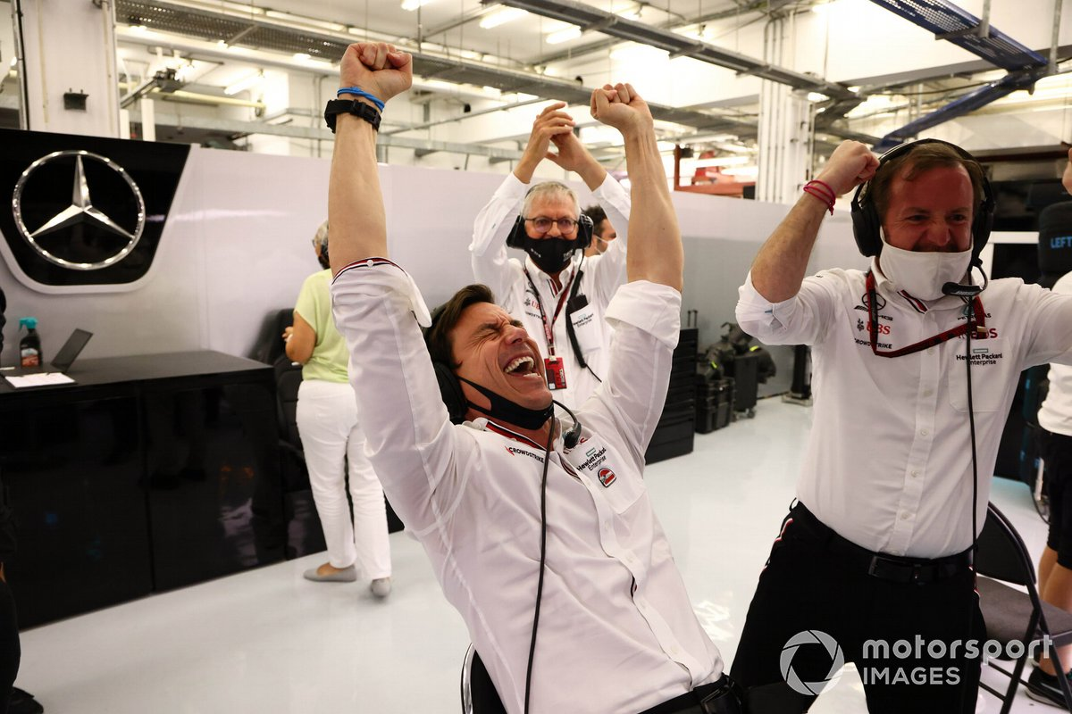 Toto Wolff, Executive Director (Business), Mercedes AMG, and the Mercedes team celebrate at the end of the race