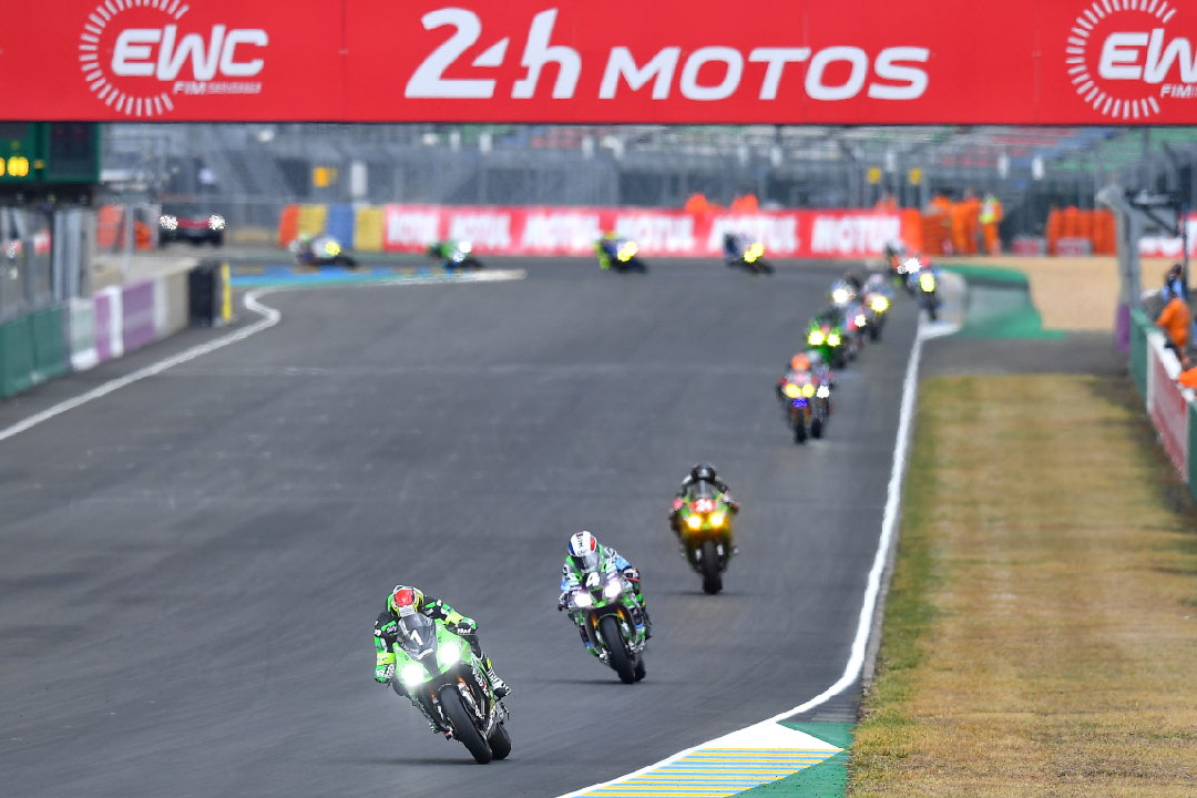 50 groups in the beginning of the 24 Heures Motos Le Mans 2021 - Motor Informed