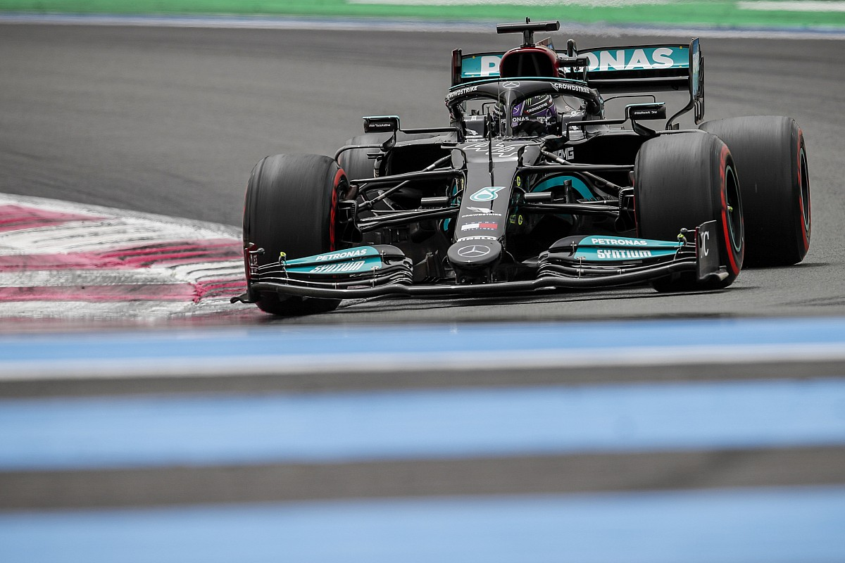 """Hamilton twists his neck on the """"fable"""" of the chassis change - Motor Informed"""
