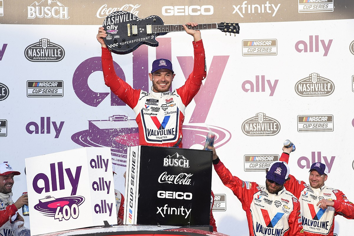 Larson dominates Nashville for fourth straight NASCAR Cup win - Motor Informed