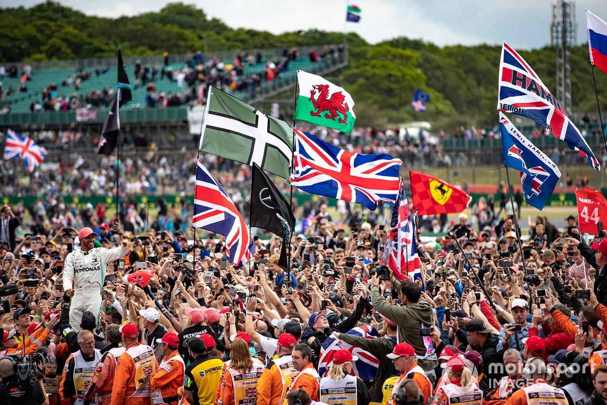 Lewis Hamilton, Mercedes AMG F1, celebrates with his fans