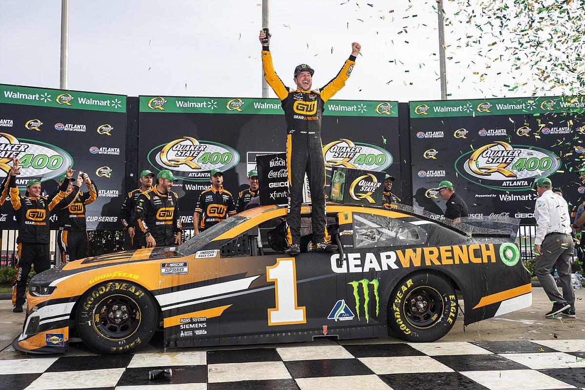 NASCAR Atlanta: Kurt Busch beats brother Kyle for dramatic victory - Motor Informed