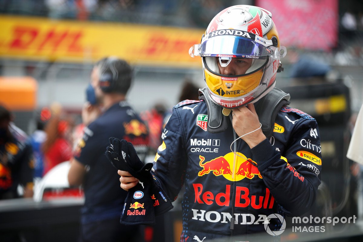 Sergio Perez, Red Bull Racing, on the grid
