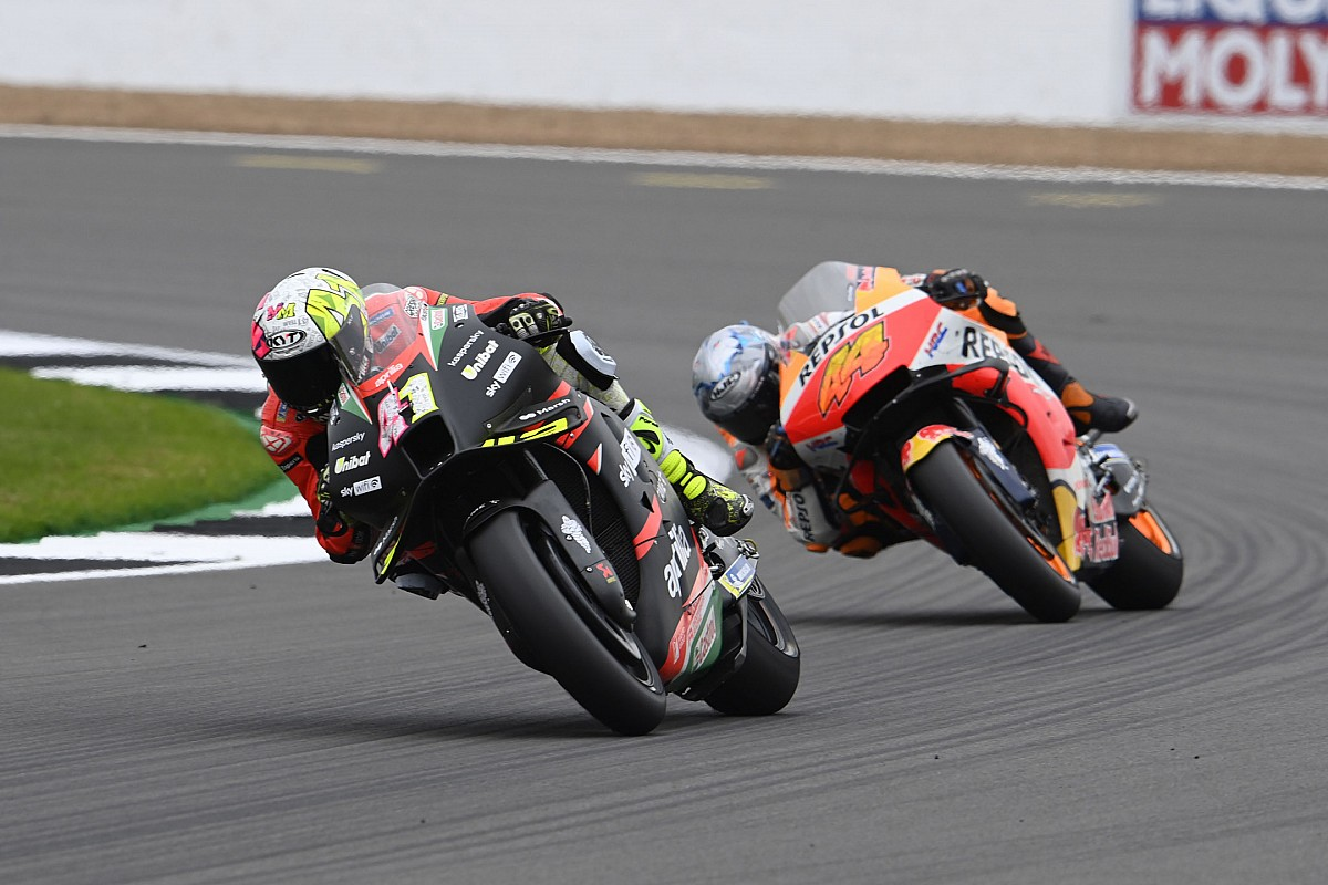 """The Espargaró brothers moved by their """"unreal"""" duel in thoughts - Motor Informed"""