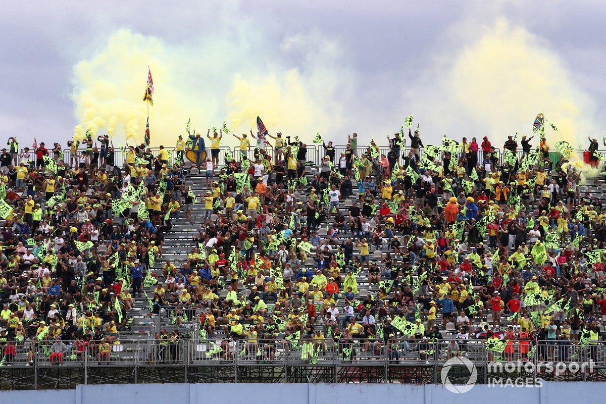 Valentino Rossi, Petronas Yamaha SRT, fans