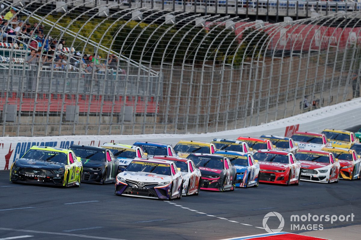 Denny Hamlin, Joe Gibbs Racing, Toyota Camry FedEx Office, Matt DiBenedetto, Wood Brothers Racing, Ford Mustang Menards/Duracell