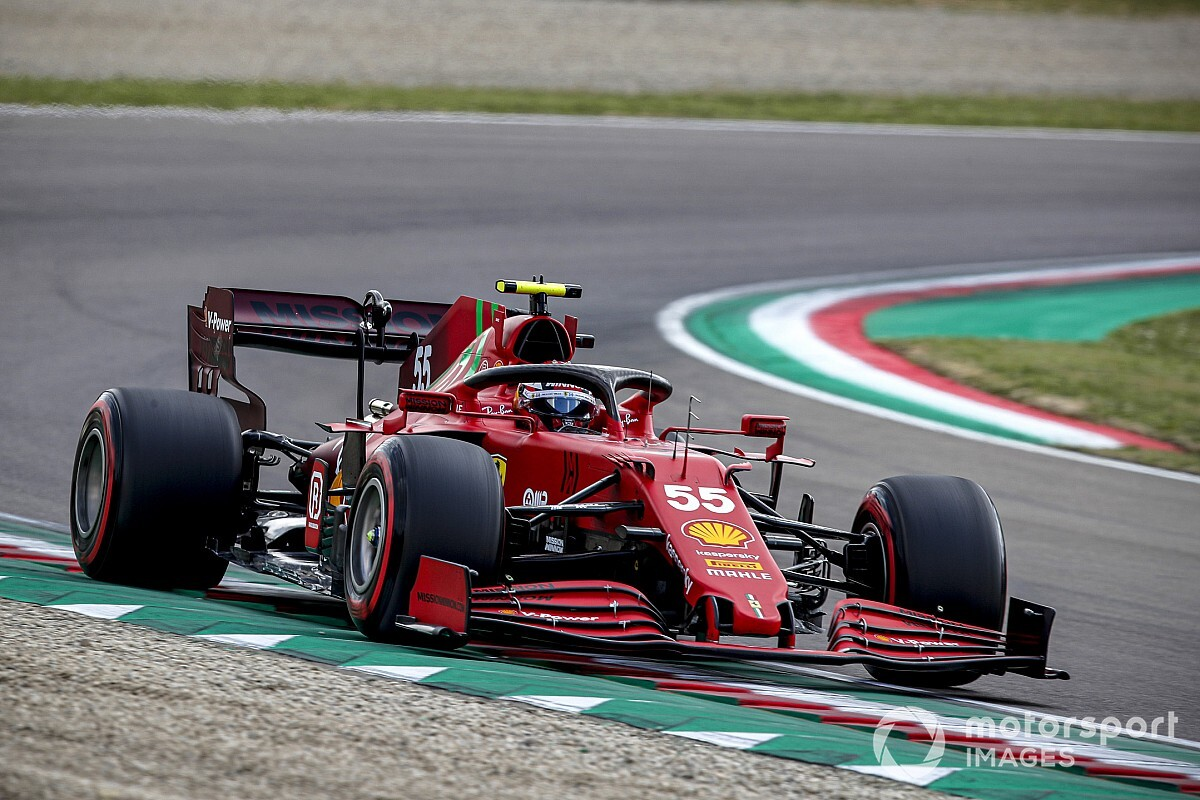 """Sainz shouldn't be slower than Leclerc """"in any nook"""" - Motor Informed"""