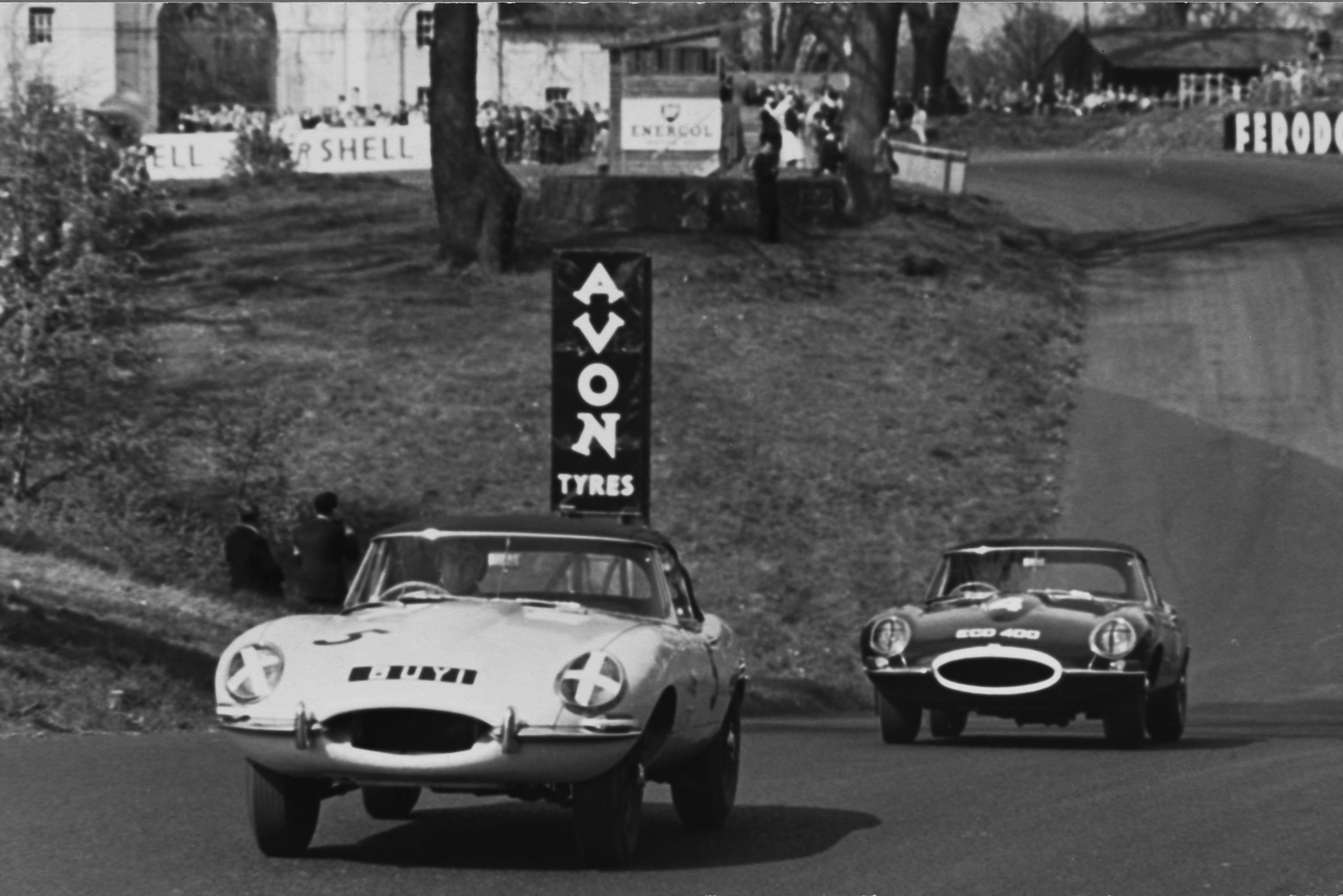 Salvadori leads Hill in the early stages, BARC Oulton Park 1961