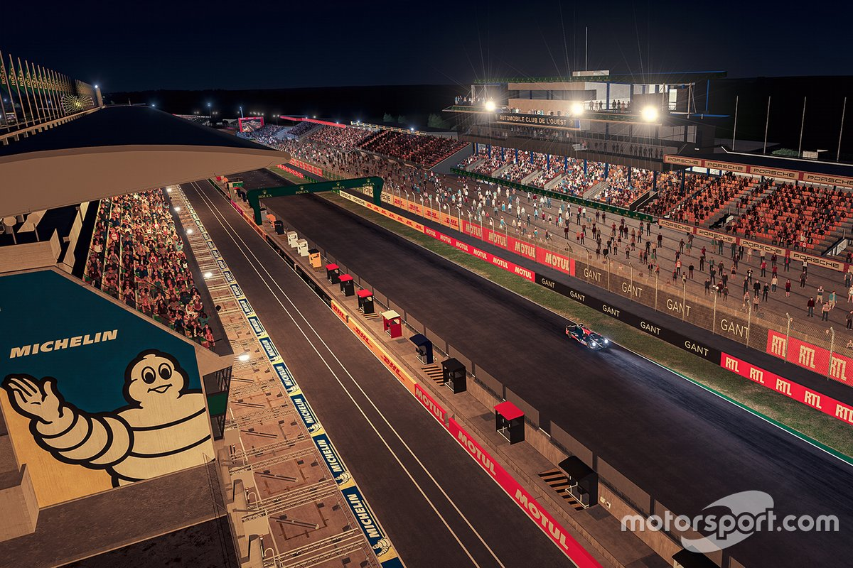 Circuit atmosphere during the night race