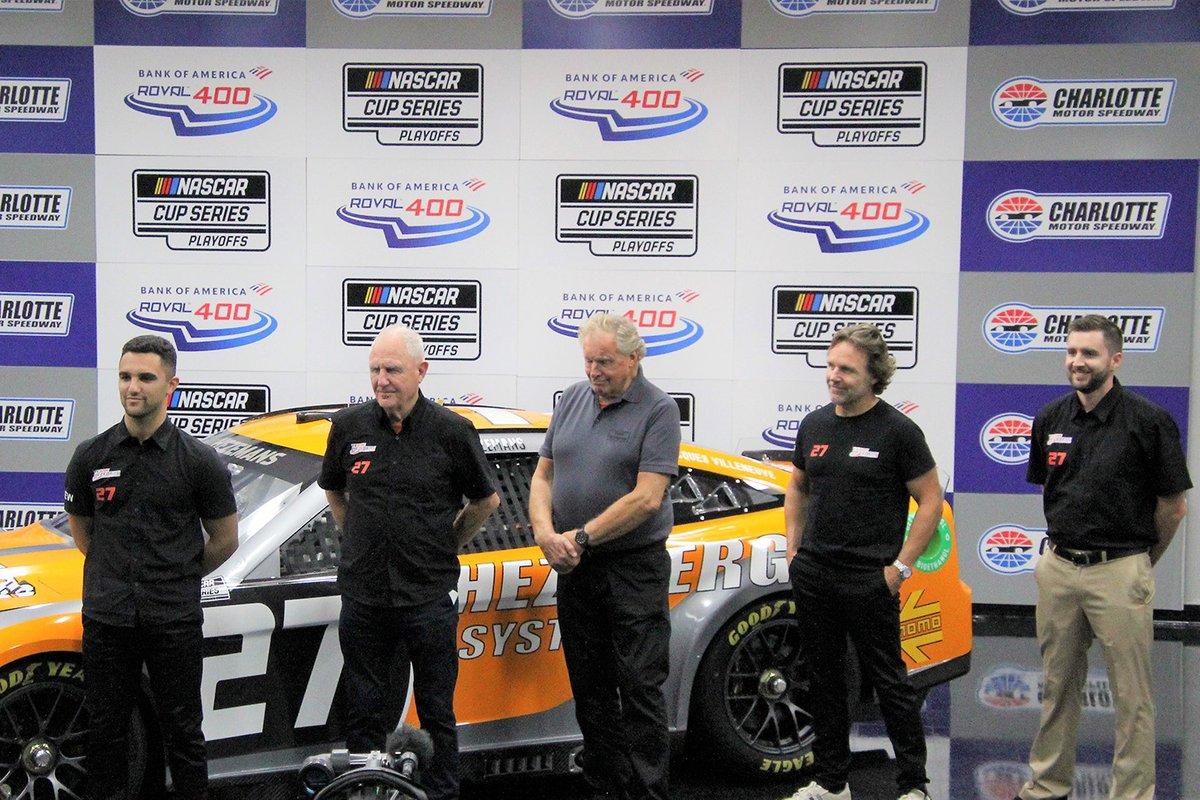 Team Hezeberg group photo